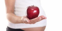 pregnant-woman-with-apple - Областной ЦМП